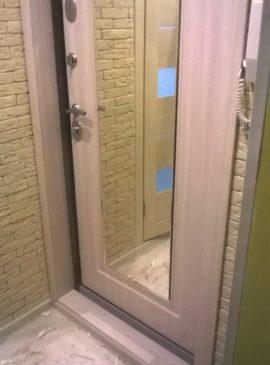 Дверь с отделкой откосов